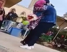 Nữ sinh bị đuổi học vì được cầu hôn giữa sân trường