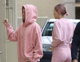 Vợ chồng Justin Bieber đeo nhẫn đôi minh chứng tình yêu