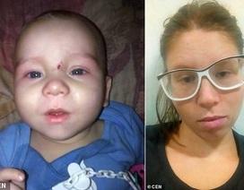 Bé 8 tháng tuổi tử vong vì mẹ cho uống rượu vodka ép ngủ