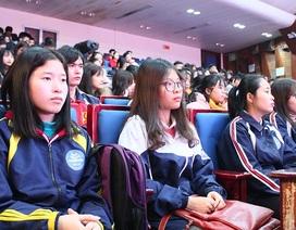 Những chuyến xe đưa sinh viên về quê đón Tết ấm áp và an toàn