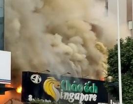 Hà Nội: Lửa thiêu rụi quán Cháo ếch Singapore