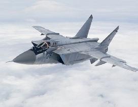 """""""Sát thủ đánh chặn"""" MiG-31 Nga rượt đuổi nhau với tốc độ siêu âm"""
