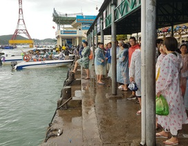 Bến tàu đón khách tham quan Vịnh Nha Trang nhộn nhịp sau kỳ nghỉ