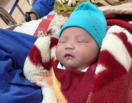 Bé trai 3,6kg chào đời trên taxi vào lúc giao thừa