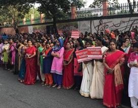 Ba triệu phụ nữ Ấn Độ xếp thành hàng dài 620 km để biểu tình