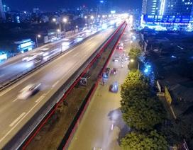 Công nhân trắng đêm xén dải phân cách mở rộng đường Hà Nội