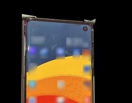 """Ảnh thực tế Galaxy S10 lộ diện với màn hình """"đục lỗ"""""""