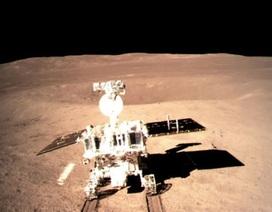 Những hình ảnh đầu tiên của vùng tối Mặt Trăng gửi từ tàu vũ trụ Trung Quốc