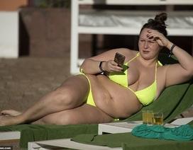 Chanelle Hayes gây choáng với dáng nặng nề