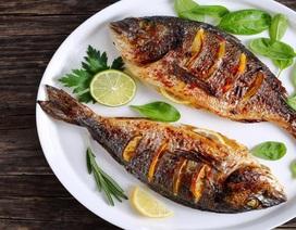Bé trai 11 tuổi qua đời đột ngột vì dị ứng mùi cá rán