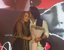 Bạn trai kém tuổi bật khóc khi ca sĩ Thanh Hà bất ngờ cầu hôn