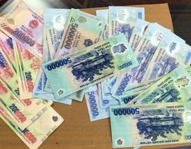 Hà Nội: Triệt phá ổ nhóm dùng tiền giả mua điện thoại di động