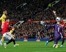 Sai lầm ngớ ngẩn của trọng tài ở trận Man Utd hòa Arsenal
