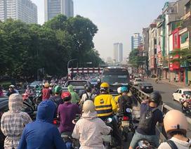Phạt 1 triệu đồng, tước bằng lái tài xế đi ngược chiều trên cầu vượt Thái Hà
