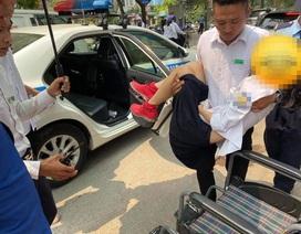 Nữ sinh Hà Nội bị cành cây rơi trúng đầu bất tỉnh, được CSGT đưa đi cấp cứu