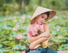 """""""Bông hồng lai"""" Pháp - Việt đốn tim người xem với bộ ảnh bên sen"""