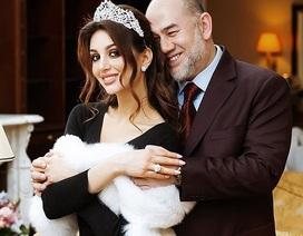 """Người đẹp Nga bị nghi muốn """"đào mỏ"""" cựu vương Malaysia"""