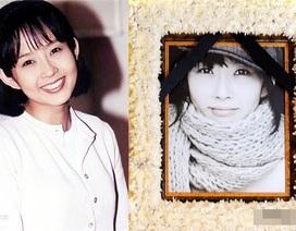 Mẹ và bạn thân viếng mộ Choi Jin Shil trong lần giỗ thứ 11