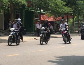 Quảng Ngãi: Học sinh vô tư sử dụng xe máy đến trường