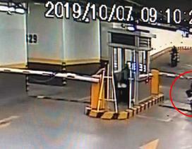 Thanh niên trộm xe tay ga ở chung cư cao cấp trong tích tắc
