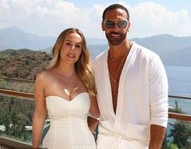 Kate Wrigh cưới danh thủ bóng đá Rio Ferdinand
