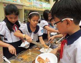TPHCM:Nhiều học sinh tiểu học nôn ói phải nhập viện sau giờ học