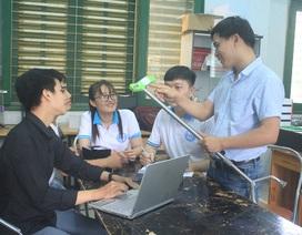 Nhóm sinh viên chế tạo gậy thông minh hỗ trợ người già