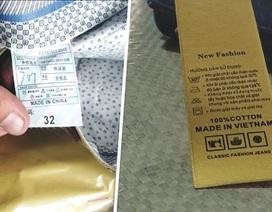 """Bắt giữ lô quần áo Trung Quốc dán mác """"Made in Vietnam"""" trị giá tiền tỷ"""