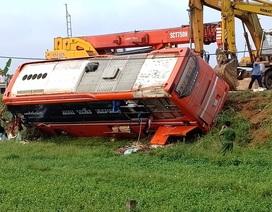 Xe khách lao xuống ruộng, 1 người tử vong, hàng chục người bị thương