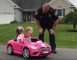 """Clip thú vị về hai """"phượt thủ nhí"""" bị cảnh sát chặn xe kiểm tra bằng lái"""