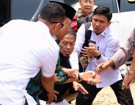 Bộ trưởng An ninh Indonesia bị đâm dao, vệ sĩ không kịp trở tay