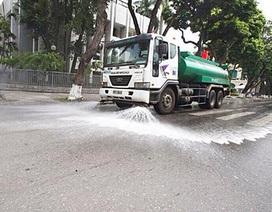 Ô nhiễm gia tăng, Hà Nội tái rửa đường sau 3 năm tạm dừng