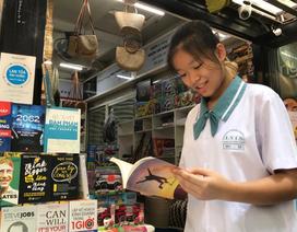 """Nữ sinh lớp 9 bán dầu dừa làm tủ sách, xóa cảnh """"sát nhà không biết nhau"""""""