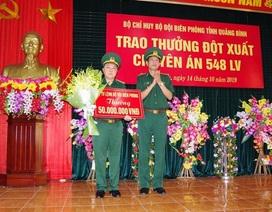 Trao thưởng Ban chuyên án phá đường dây vận chuyển 100 ngàn viên ma túy qua biên giới