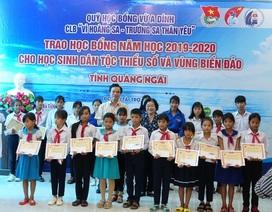 Quảng Ngãi: Trao học bổng cho 140 học sinh nghèo vượt khó