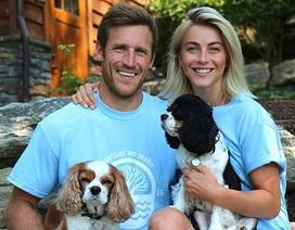 Julianne Hough đau buồn khi mất 2 cún cưng