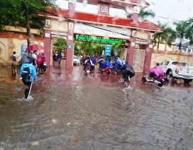Nghệ An: Mưa lớn, nhiều trường thông báo cho học sinh nghỉ học