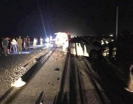 Xe máy va chạm với ô tô, 3 người trong gia đình tử vong