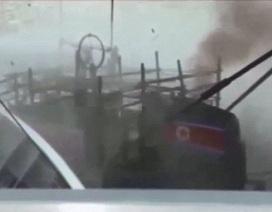 Video tàu Nhật Bản phun vòi rồng đánh chìm tàu cá Triều Tiên vi phạm