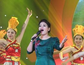 Anh Thơ, Tân Nhàn, Hoàng Tùng xúc động khi hát về tình mẹ