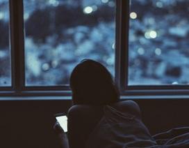 Cô gái 16 tuổi bị mù màu vì sử dụng điện thoại di động quá nhiều