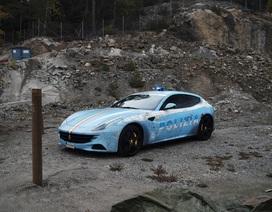 Bị cảnh sát hỏi thăm vì dán siêu xe Ferrari thành xe tuần tra