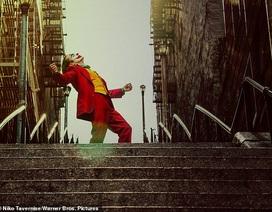 """Nườm nượp """"check-in"""" ở cầu thang gây sốt nhất mạng xã hội"""