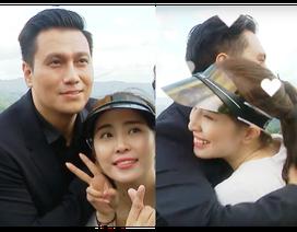 Việt Anh ôm Quỳnh Nga thân mật trên sóng truyền hình