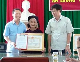 Cụ bà 83 tuổi quyết xin ra khỏi hộ nghèo được tặng Bằng khen