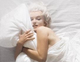 """Nhiếp ảnh gia kể về nỗi """"khó xử"""" khi chụp hình Marilyn Monroe khỏa thân"""