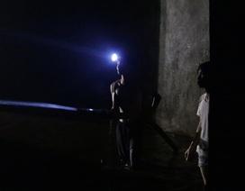 Cảnh công nhân cọ rửa bể nước ngầm hơn 1.000 m3 ở Hà Nội
