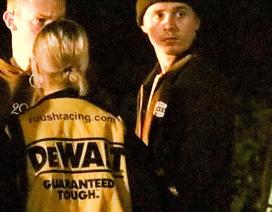 Đang hò hẹn với người mẫu hơn tuổi, Brooklyn Beckham bị phát hiện đi chơi với gái lạ