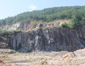 """Núi Hồng huyền thoại chi chít những """"vết sẹo"""" khổng lồ"""
