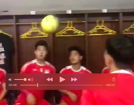 """Màn """"làm xiếc"""" với bóng của các cầu thủ HA Gia Lai gây sốt trên mạng"""